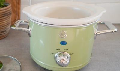 Swan retro slow cooker